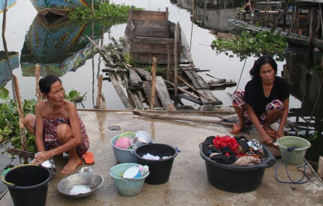 cuci di sungai